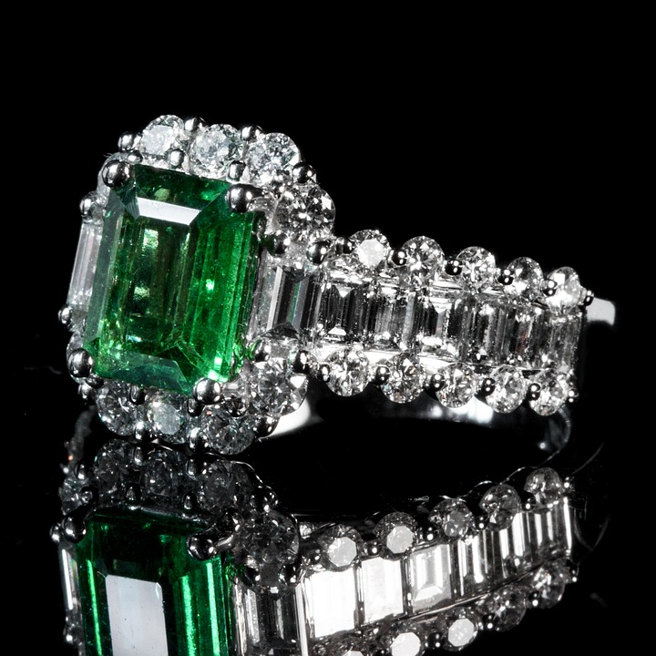 pawn, sell or take loans on your emerald cut diamond to us